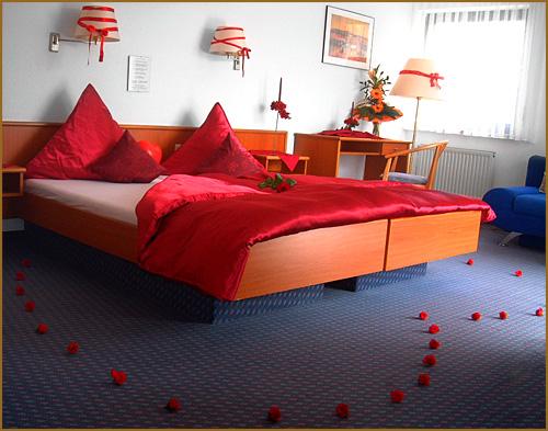 eine nacht im romantisch dekorierten rosenzimmer im city. Black Bedroom Furniture Sets. Home Design Ideas